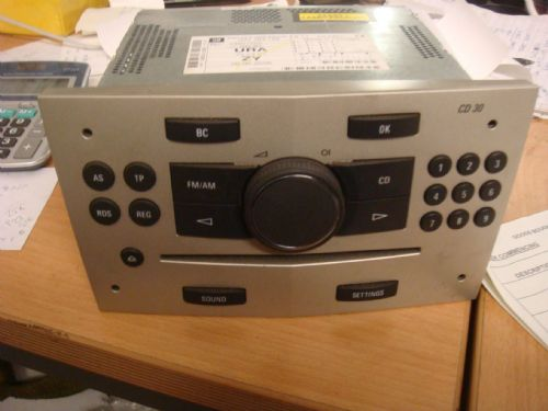 VAUXHALL ASTRA MK5 CD30 DOUBLE DIN CD HEAD UNIT IN BEIGE